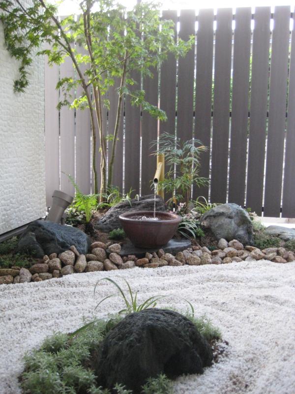 枯山水の坪庭