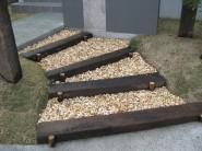 枕木階段-黄砂利敷き
